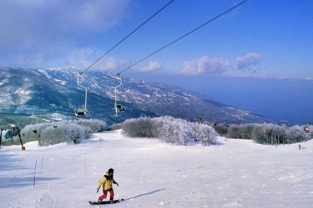 Snowboarding in Pelion